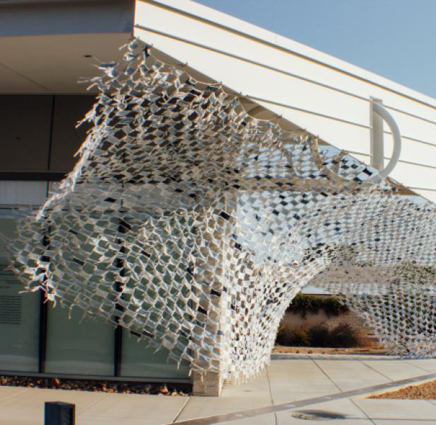 Installation view of Wave by artists Debra Everett and Ronna Nemitz. Over 2000 handmade masks blow in the wind on the exterior of MCC 美术馆.